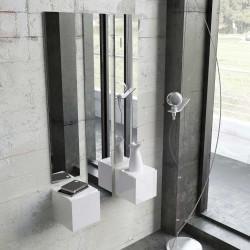 Recibidor moderno con dos espejos