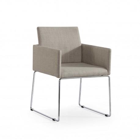 Silla con brazos tipo sillón